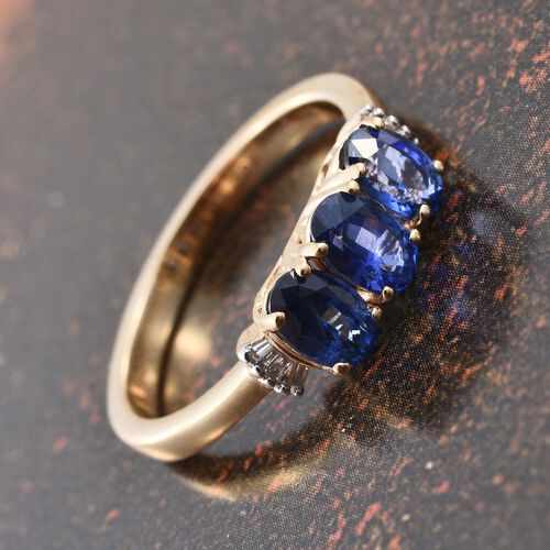 ILIANA 18K Yellow Gold AAA Royal Ceylon Sapphire (Ovl), Diamond (SI/G-H) Ring 1.750 Ct.