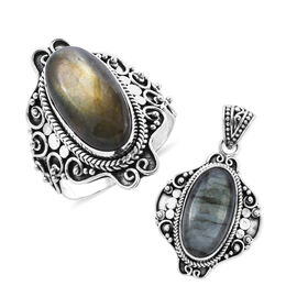 Royal Bali Collection- 2 Piece Set - Labradorite (Ovl) Ring and Pendant in Sterling Silver 21.20 Ct,