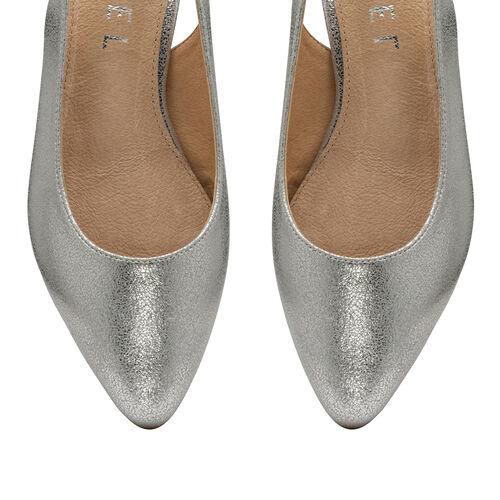 Ravel Silver Highlands Slingback Leather Ballet Flats (Size 4)