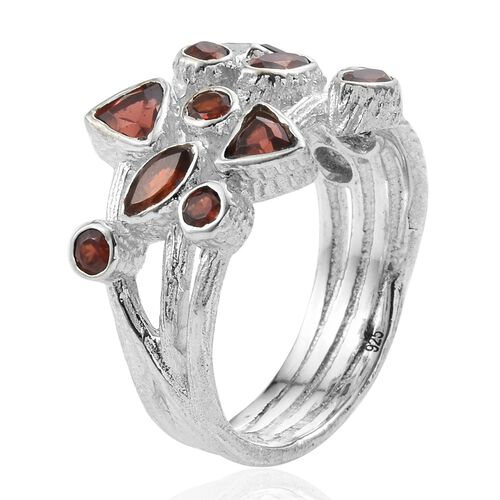 Mozambique Garnet Ring in Sterling Silver 2.800 Ct, Silver wt 6.04 Gms.